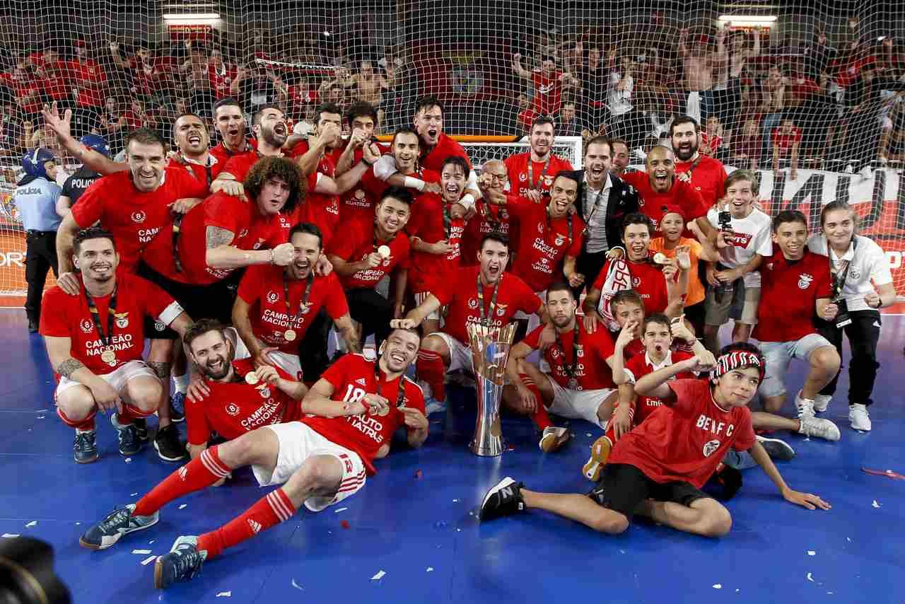 Benfica vence Sporting na Luz e recupera o título nacional de futsal